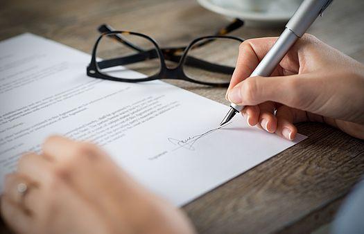 Unterschrift auf einem Dokument